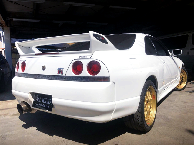 REAR EXTERIOR OF R33 GT-R V-SPEC WHITE.