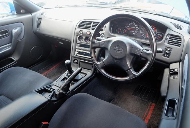 INTERIOR DASHBOARD OF R33 GT-R V-SPEC LM-LIMITED.