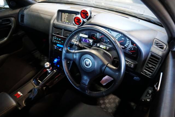 NUR R34 GT-R DASHBOARD AND STEERING.