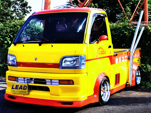 FRONT EXTERIOR OF S200P HIJET KAIDO RACER.