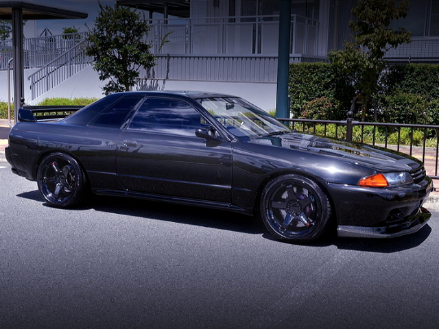 FRONT EXTERIOR OF R32 SKYLINE GT-R BLACK.