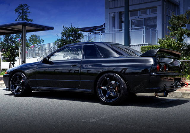 REAR EXTERIOR OF R32 SKYLINE GT-R BLACK.