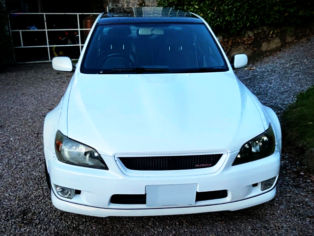 FRONT FACE OF 1st Gen LEXUS IS200 WHITE.