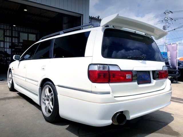 REAR EXTERIOR OF STAGEA 260RS WHITE.