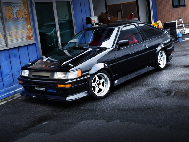 FRONT EXTERIOR OF AE86 LEVIN HATCH GTV TO BLACK.