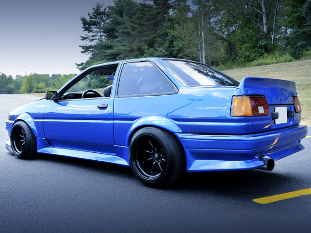 REAR EXTERIOR OF AE86 COROLLA SR5 TO WR-BLUE.