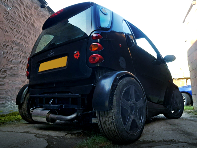 REAR EXTERIOR OF SMART FORTWO.
