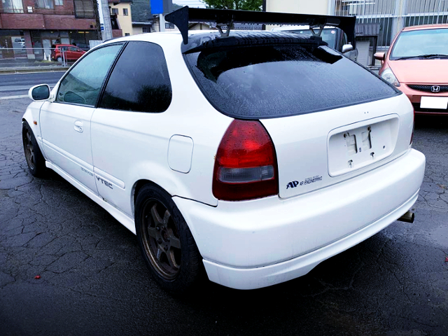 REAR EXTERIOR OF EK9 CIVIC TYPE-R.
