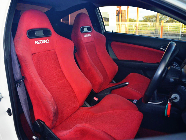 INTERIOR RECARO SEMI BUCKET SEaTS RED.