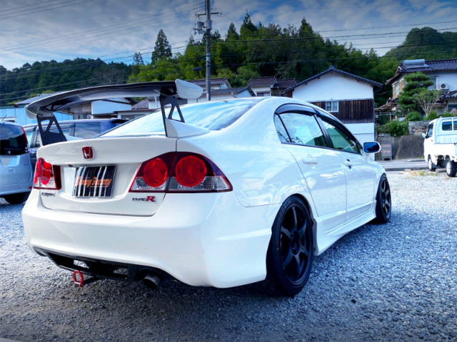 REAR EXTERIOR OF FD2 CIVIC TYPE-R CHAMPIONSHIP-WHITE.