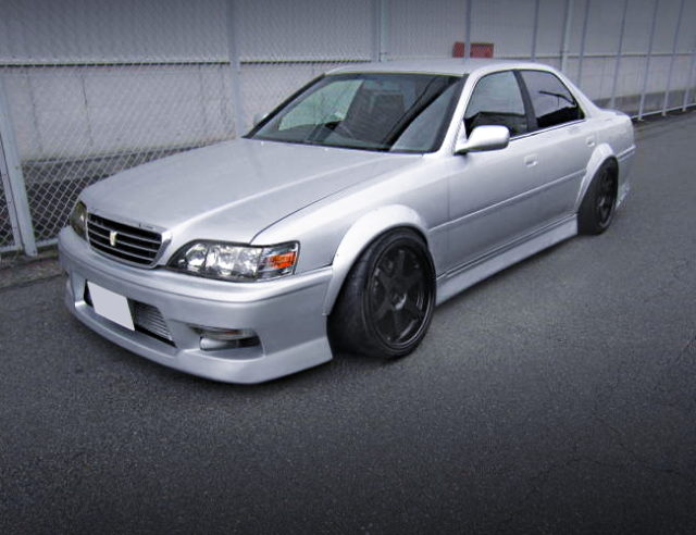 FRONT EXTERIOR OF JZX100 CRESTA ROULANT-G TO SILVER COLOR.