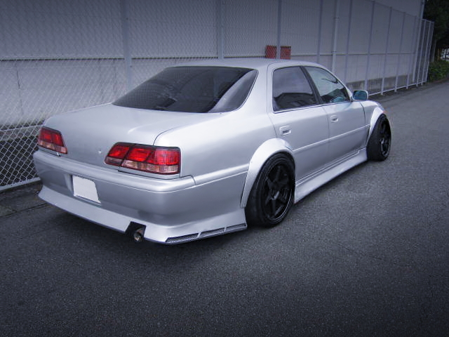REAR EXTERIOR OF JZX100 CRESTA ROULANT-G TO SILVER COLOR.
