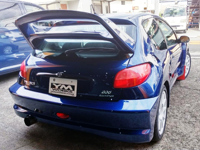 REAR EXTERIOR OF PEUGEOT 206 WIDEBODY TURBO.
