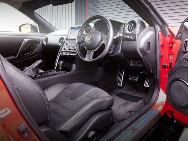INTERIOR OF LB-SILHOUETTE WORKS GT 35GT-RR.