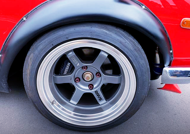 TE37V WHEEL And 4-POT BRAKE CALIPER.