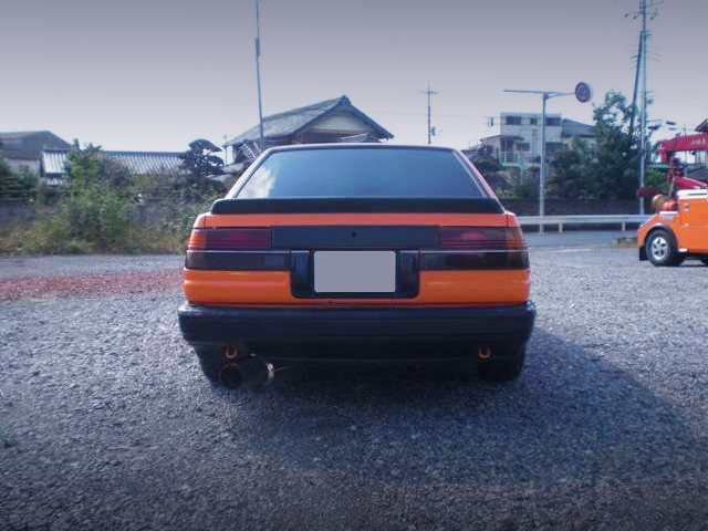 REAR EXTERIOR OF AE86 LEVIN TO ORANGE.
