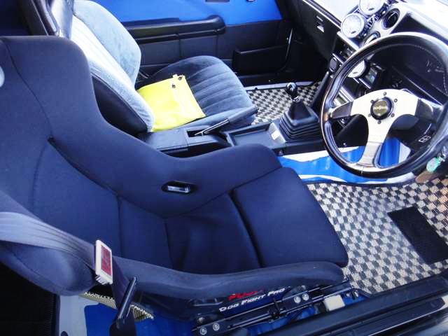DRIVER'S FULL BUCKET SEAT AND SPORT STEERING.
