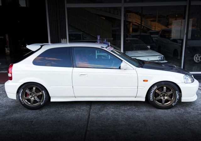 LEFT-SIDE EXTERIOR OF EK9 CIVIC TYPE-R.