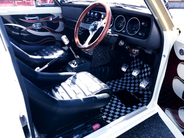 INTERIOR OF HAKOSUKA FACE AND BRE LIVERY TO SUNNY TRUCK.