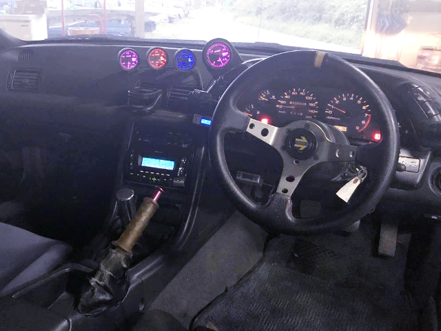 CUSTOM DASHBOARD OF HCR32 SKYLINE 4-DOOR.