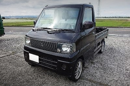 FRONT EXTERIOR OF U62T MINICAB TRUCK TO BLACK.
