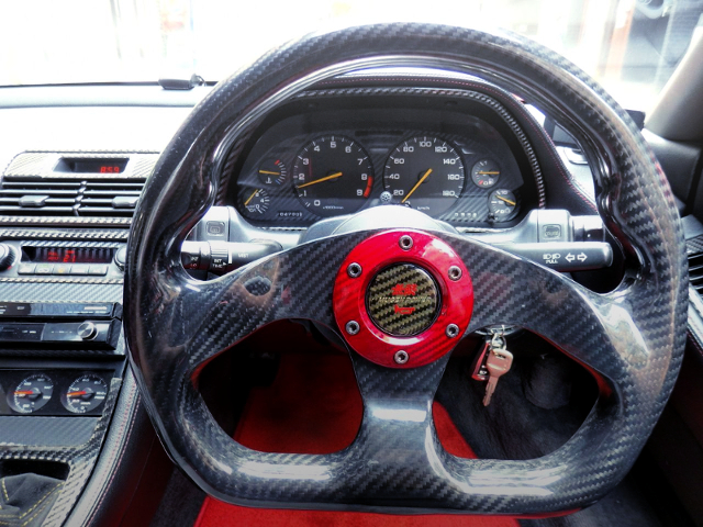 INTERIOR CARBON STEERING.