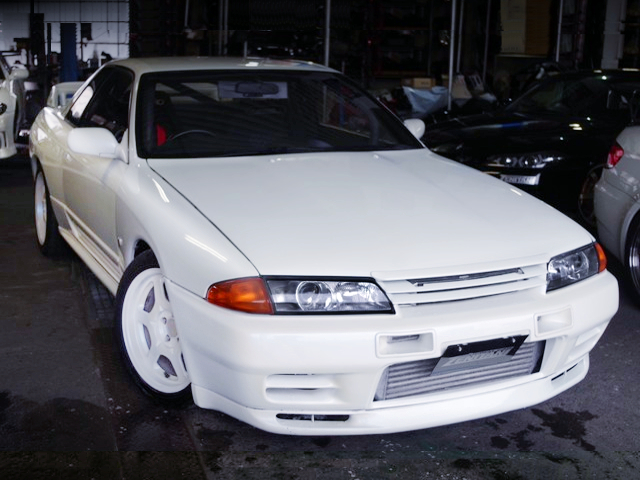 FRONT EXTERIOR OF R32 GT-R TO PEARL WHITE PAINT.