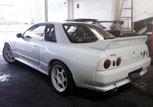 REAR EXTERIOR OF R32 GT-R TO PEARL WHITE PAINT.