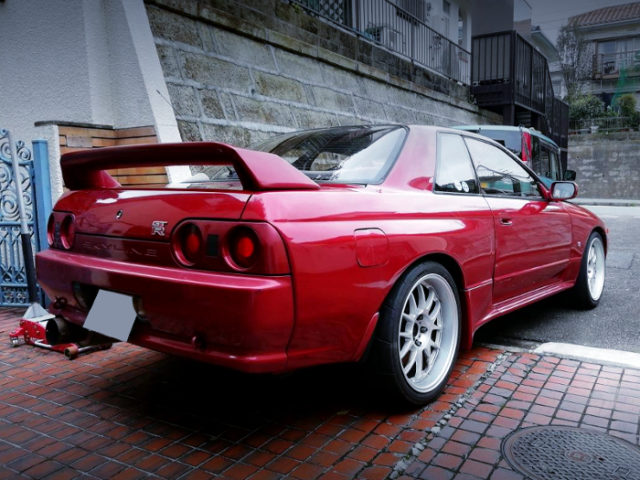 REAR EXTERIOR OF R32 GT-R V-SPEC TO RED PAINT.