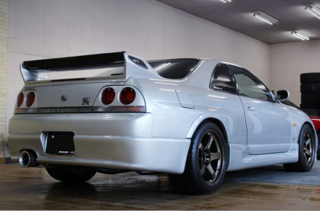 REAR EXTERIOR OF R33 SKYLINE GT-R V-SPEC.