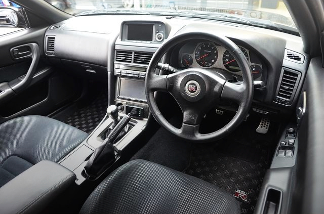 R34 GT-R V-SPEC2 DASHBOARD.
