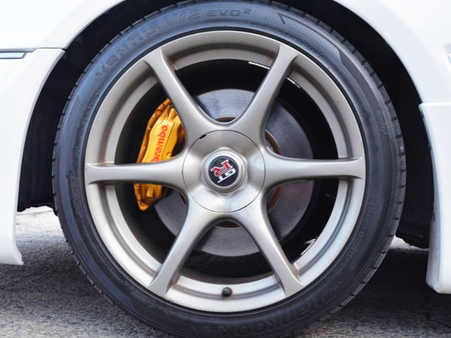 Brembo CALIPER And R34 GT-R GENUINE WHEEL