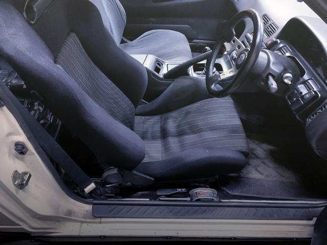 DRIVER'S SEMI BUCKET SEAT ANS SPORT STEERING.