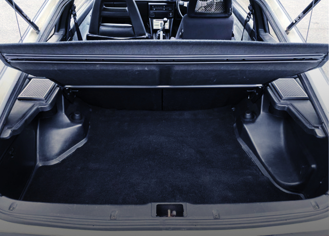 LUGGAGE SPACE AT AE86 TRUENO HATCH.