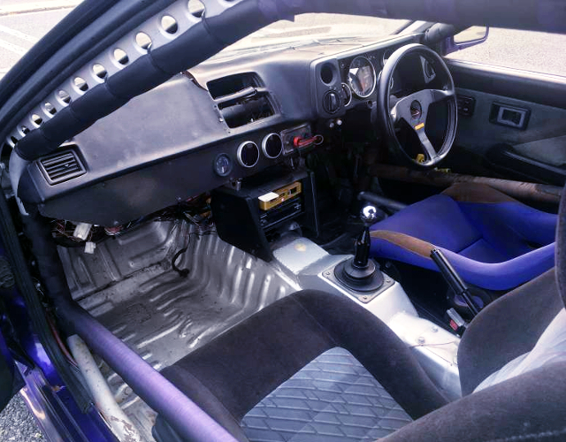 ROLL CAGE AND CUSTOM DASHBOARD AT AE86 LEVIN INTERIOR.