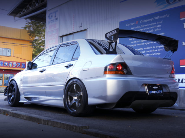 REAR EXTERIOR OF EVO8 MR GSR.