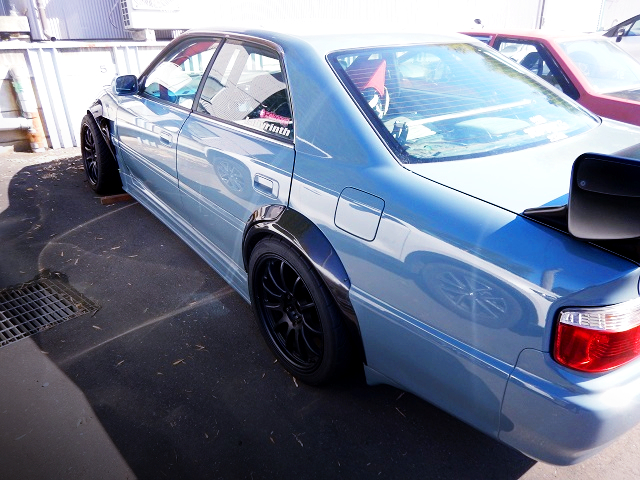 REAR LEFT-SIDE EXTERIOR OF JZX100 CHASER.