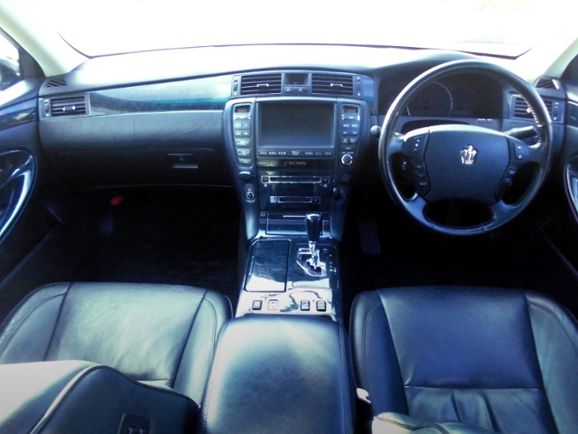 INTERIOR OF ZERO CROWN ATHLETE.