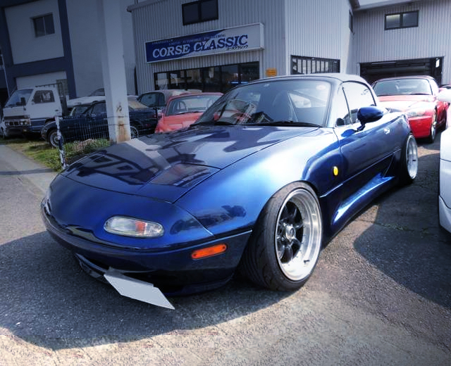 FRONT EXTERIOR OF NA6CE ROADSTER.