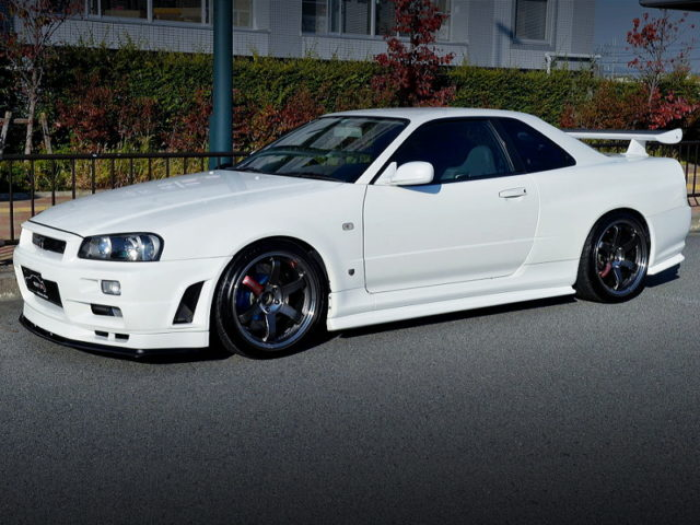 FRONT SIDE EXTERIOR OF R34 GT-R V-SPEC TO WHITE.