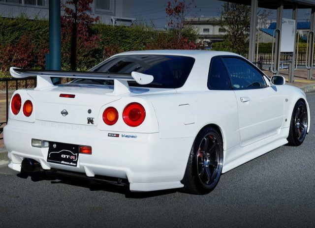 REAR EXTERIOR OF R34 GT-R V-SPEC TO WHITE.