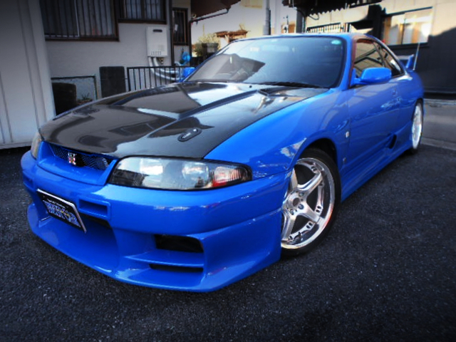 FRONT EXTERIOR OF R33 GT-R V-SPEC LM-LIMITED.