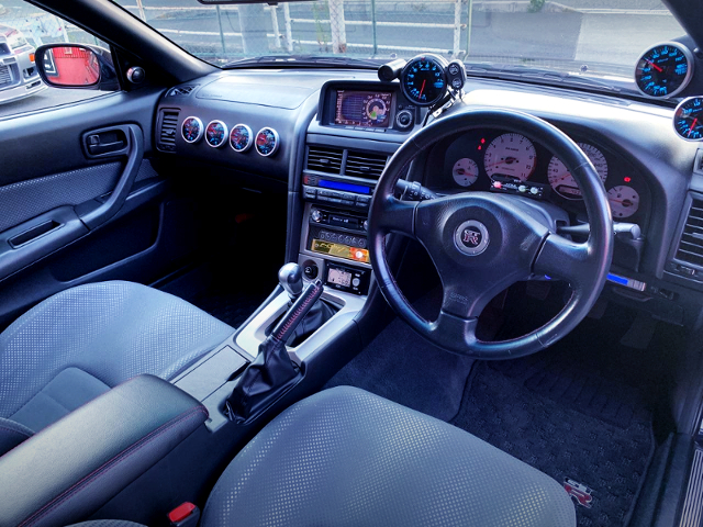 INTERIOR OF R34 GT-R MIDNIGHT PURPLE 2.