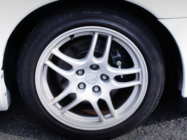 GENUINE R33 GT-R WHEEL AND Brembo BRAKE CALIPER.