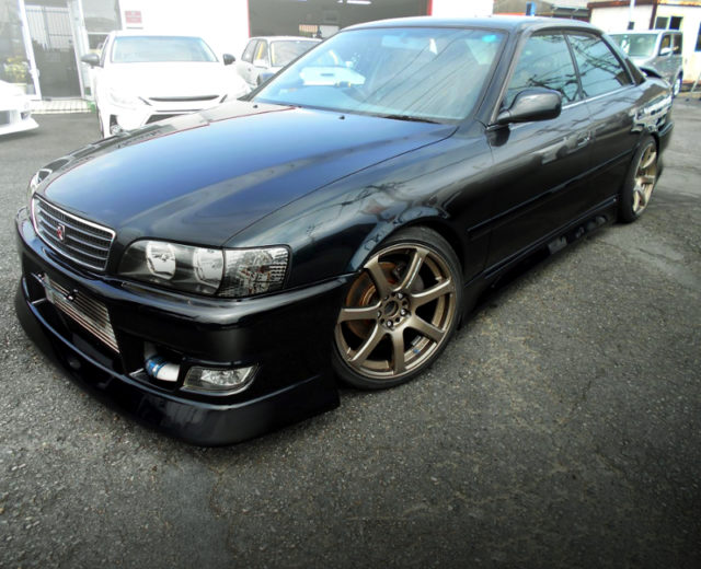 FRONT EXTERIOR OF JZX100 CHASER TO DARK GREEN.