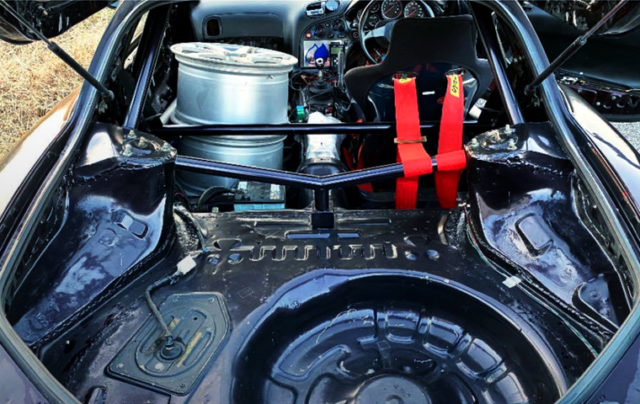 LUGGAGE SPACE OF FD3S RX7.