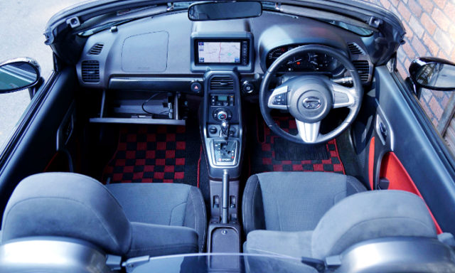 INTERIOR OF LA400K COPEN XPLAY.