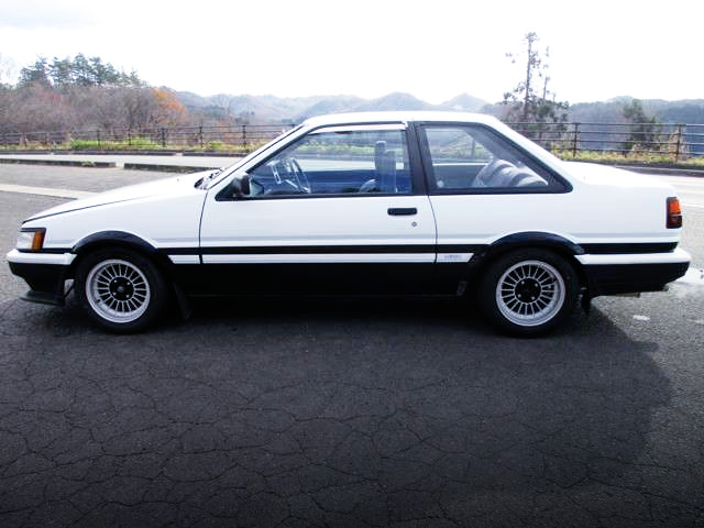 LEFT-SIDE EXTERIOR OF AE86 LEVIN GT.