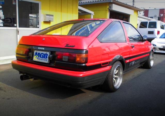 REAR EXTERIOR OF AE86 TRUENO HATCH.