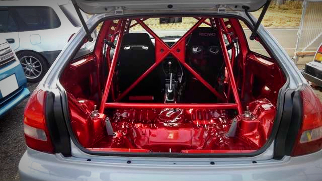 ROLL CAGE INSTALLED LUGGAGE SPACE OF EK9 CIVIC TYPE-R.